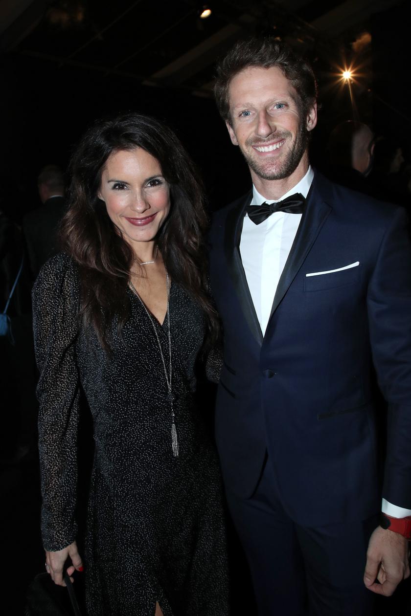 Romain Grosjean és felesége 2020 januárjában nagyon csinosan festettek egy rendezvényen.