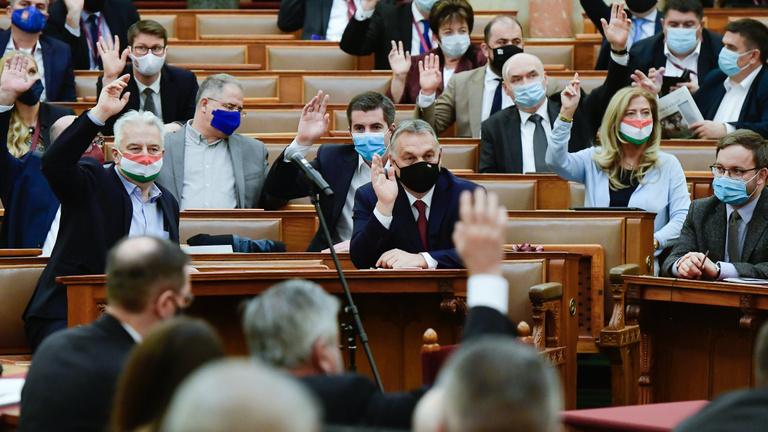 Megszavazta az Országgyűlés Jakab Péter rekordnagyságú büntetését