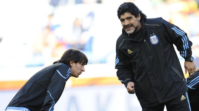 Messi miért nem kötheti meg Maradona cipőfűzőjét?