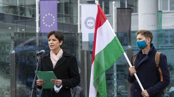 Szél Bernadett: A kormány a semmittevést tartja a legpraktikusabb teendőnek