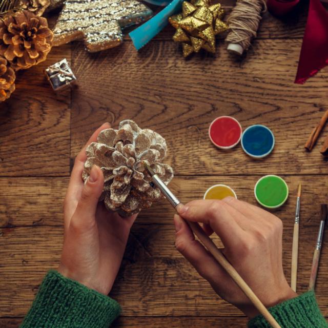 11 gyönyörűséges karácsonyi dekoráció tobozból: mutatósak, mégis egyszerű elkészíteni őket