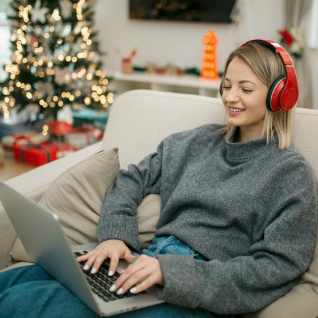 Csak karácsonyi dalokat játszanak ezen a zenecsatornán: éjjel-nappal hallgathatod a világhírű slágereket