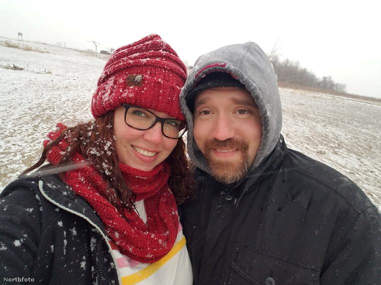 Ezen a képen Kara és Alex Jankowski látható