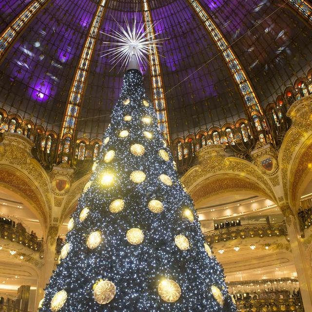 8 karácsonyfa a nagyvilágból, amire nincsenek szavak: van, ami egy egész hegyoldalt elfoglal