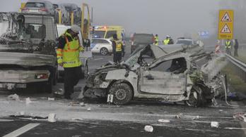 Négy autó ütközött az M5-ösön, egy ember meghalt