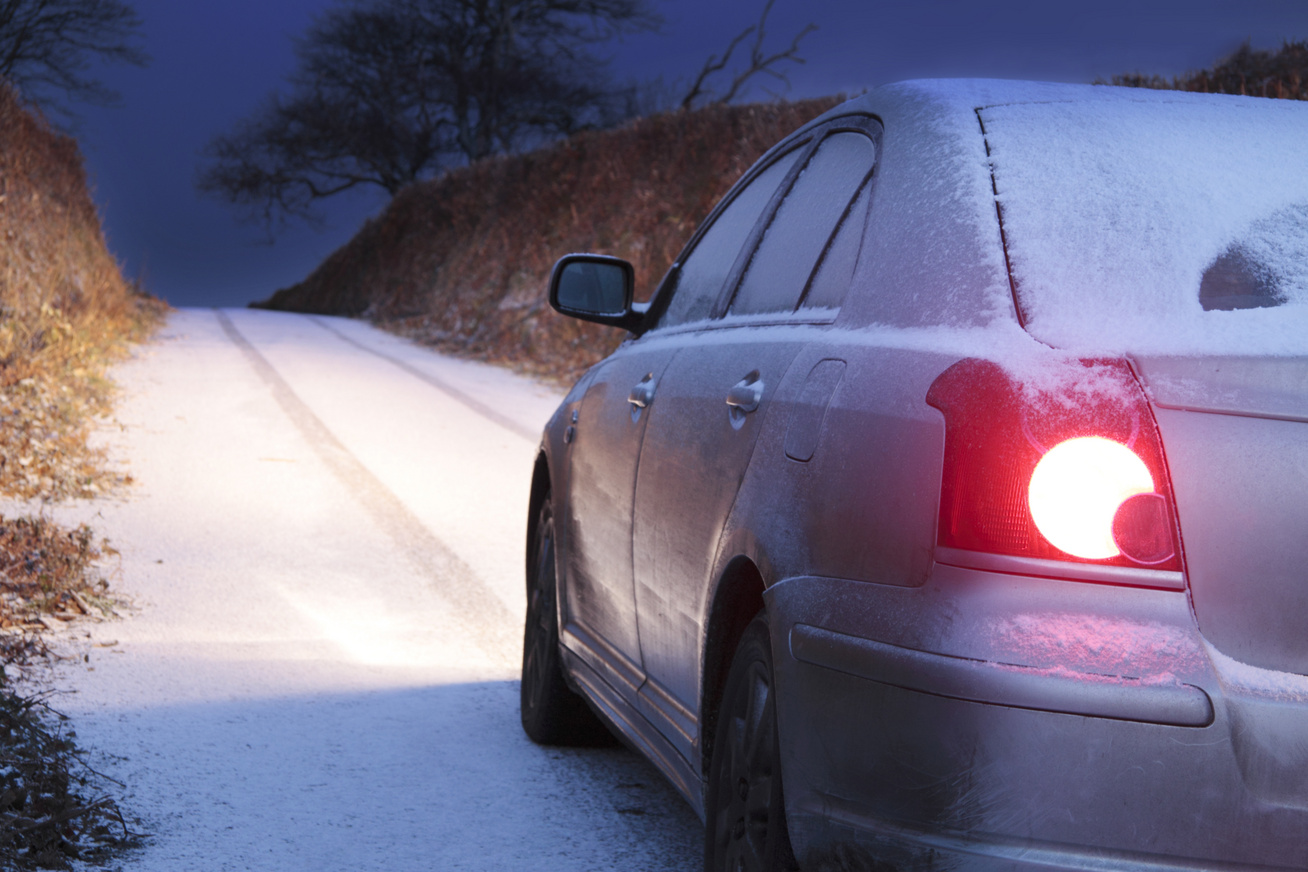 vezetés-télen-borító