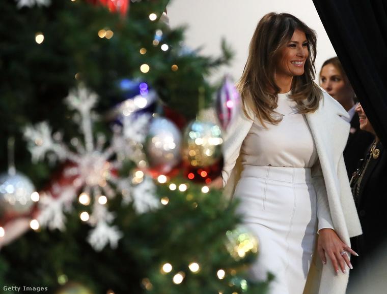 A Fehér Ház karácsonyi dekorációjáról általában a First Lady gondoskodik, Michelle Obama is örömmel dekorálta ki a házat, most pedig Melania Trump feladata volt, aki utoljára öltöztethette fel az épületet ünnepi ruhába