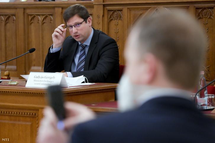 Gulyás Gergely, a Miniszterelnökséget vezető miniszter éves meghallgatásán az Országgyűlés igazságügyi bizottságának ülésén az Országház Delegációs termében 2020. december 1-jén