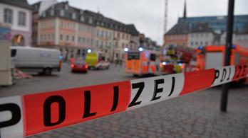Gázoló hajtott százzal a tömegbe Trierben, négy ember meghalt