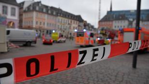 Gázoló hajtott százzal a tömegbe Trierben, két ember meghalt