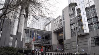 Mitől védi a mentelmi jog az EP-képviselőket?
