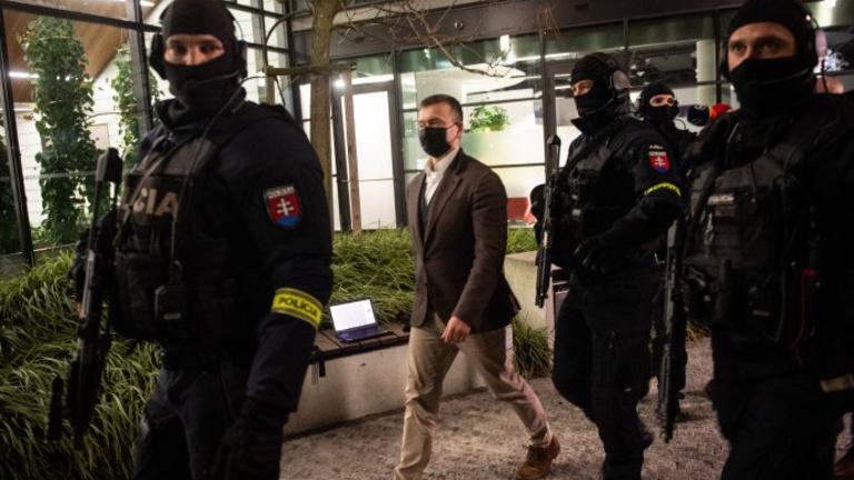 Hullanak a fejek a szlovák politikai életben