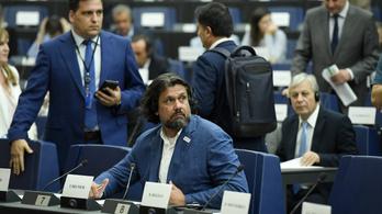 Gestapózott a jogállamisági vitában, kizárnák Deutsch Tamást a néppárti frakcióból