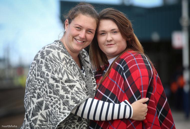Lisa Horner és Rebecca Parton két harmincas éveiben járó, angol nő, akik Facebookon, teljesen véletlenül jöttek rá, hogy testvérek