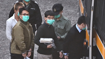 13 és fél hónapi börtönre ítélték a kormányellenes hongkongi tüntetőt