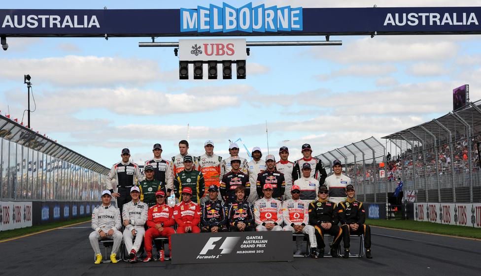 A 2012-es szezon huszonnégy versenyzője a szezonnyitó Ausztál Nagydíj előtt készített csoportképen. Az évadot címvédőként a kétszeres világbajnok Sebastian Vettel kezdte.