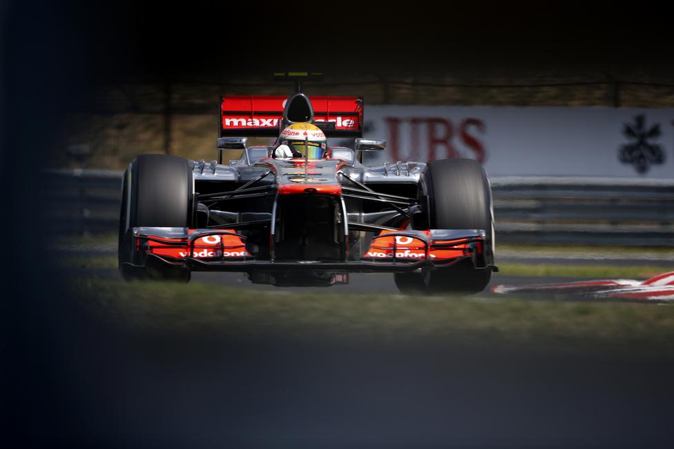 Lewis Hamilton nyerte meg a Magyar Nagydíjat július végén. A Hungaroring 2021-ig adhat otthont a Forma-1-nek, ezért több előzési pont beépítését kérte Bernie Ecclestone. A hosszabb, újraaszfaltozott pályán várhatóan húsz kanyar lesz.