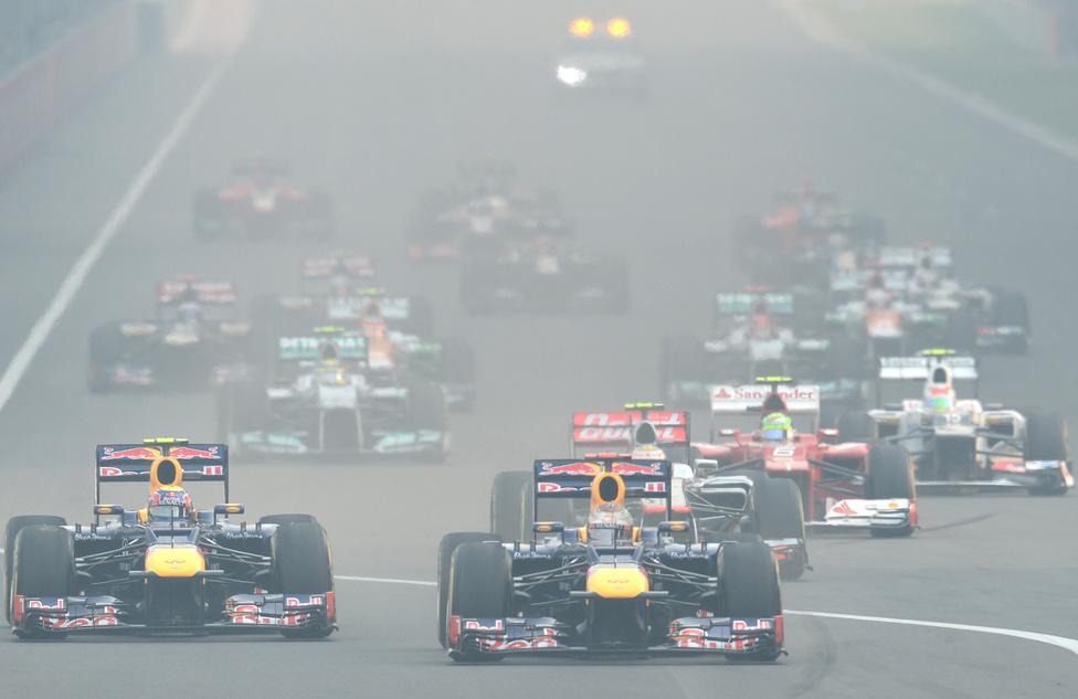 Vettel zsinórban negyedik győzelmét szerezte Indiában, ahol már a rajt után az élre állt csapattársa, Webber előtt. Legnagyobb riválisa, Alonso másodikként ért célba, de a német előnye tizenhárom pontosra nőtt remek ázsiai teljesítményének köszönhetően.