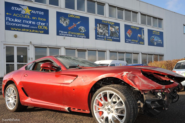 A 40 ezer fontos Ferrari.