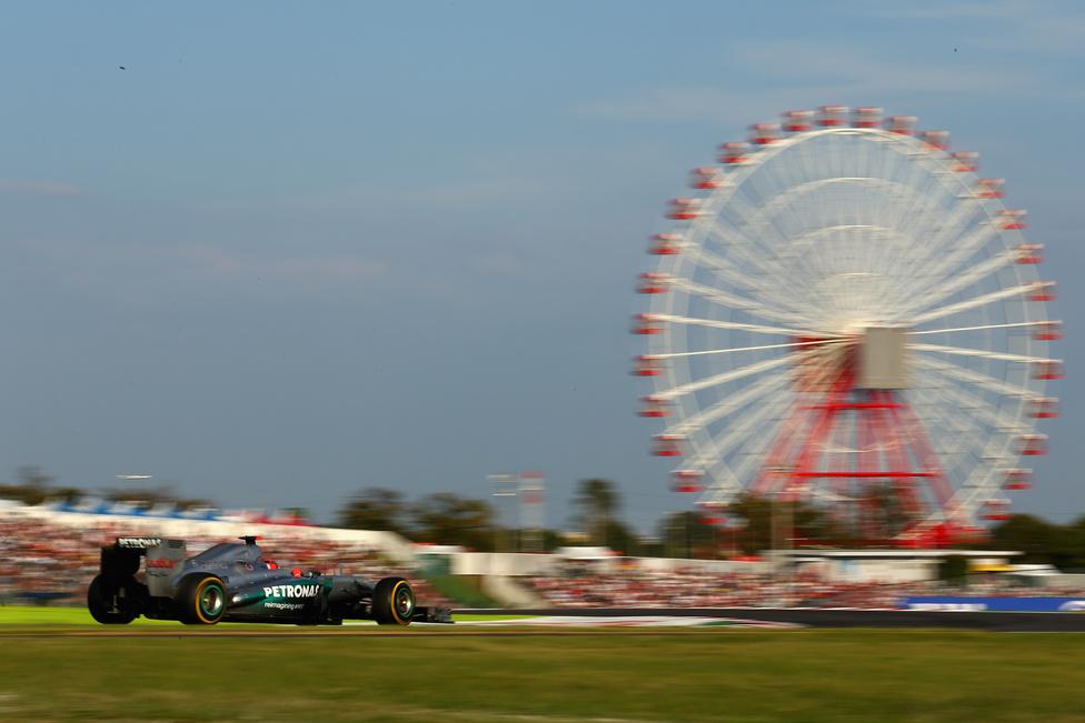 A hétszeres világbajnok Michael Schumacher az októberi elején rendezett Japán Nagydíj előtt néhány nappal jelentette be, hogy másodszor is visszavonul. A 43 éves német pilótára nem tartott igényt a következő szezonra a Mercedes, Hamilton érkezik a helyére.