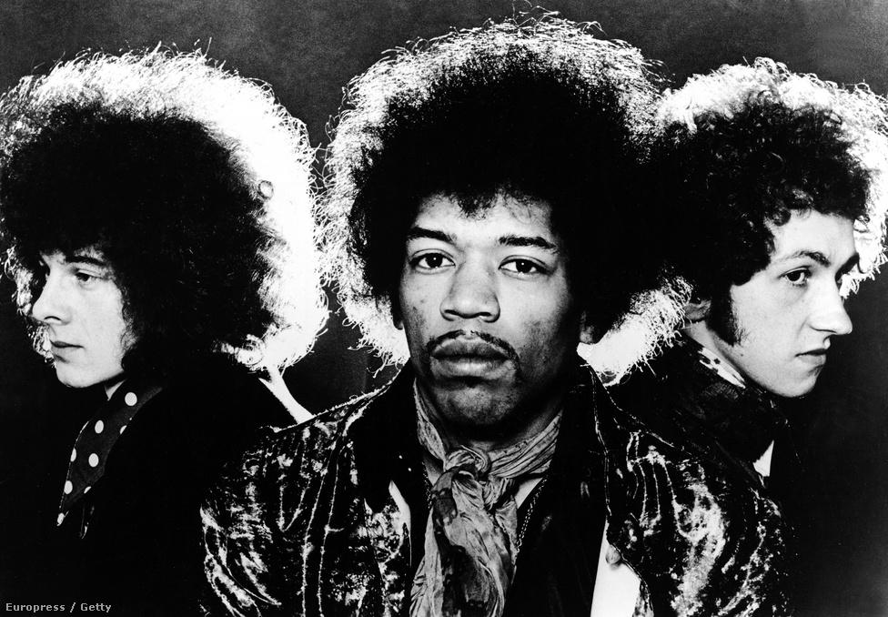 A Jimi Hendrix Experience zenekar. Balról jobbra: Noel Redding basszusgitáros, Jimi Hendrix gitáros és Mitch Mitchell dobos. A blues alapú pszichedelikus rockzenekar 1966-tól 1969-ig volt aktív ebben a felállásban.