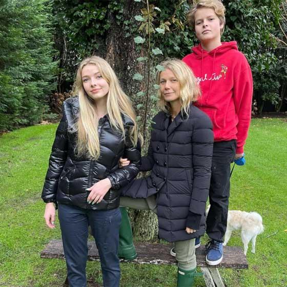 Gwyneth Paltrow hálaadáskor posztolta ezt a családi fotót. A rajongóknak leesett az álluk Apple szépségétől.