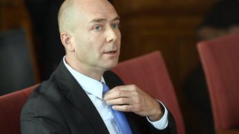 Az ombudsmanhoz fordul a Magyar Helsinki Bizottság a melegek alkotmányos kirekesztése miatt