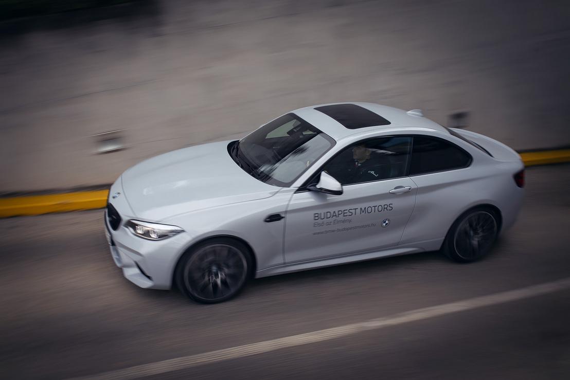 Nagyon gyors az autó, de lassan menni is jó vele. Minden megtett kilométer óriási élményt jelentett