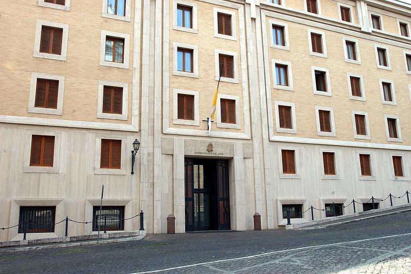 A Szent Márta-ház a Szent Péter-bazilika mellett található. Azt az épületet bővítették ki 1992-ben, amelyet 1891-ben XIII. Leó pápa építtetett betegek gondozása céljából.