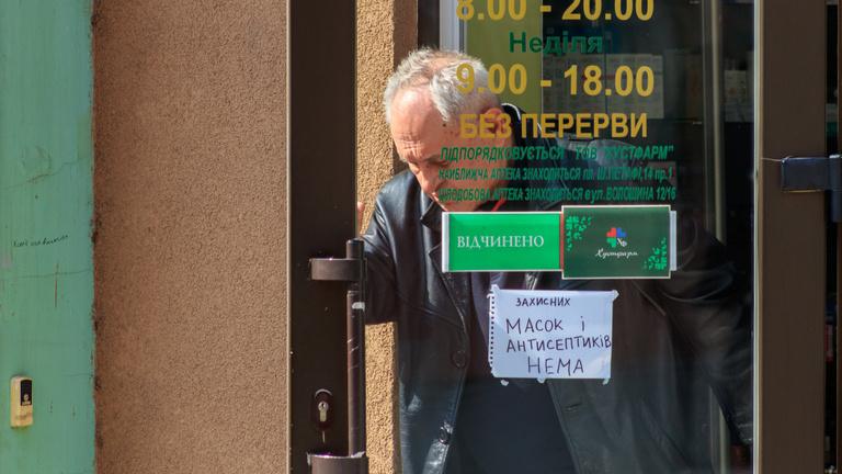 Ukrajna: kötelező lesz az ukrán nyelvű kiszolgálás januártól