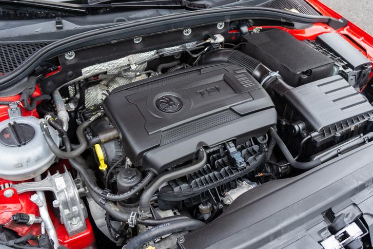 A faceliftnél 10 lóerőt erősödött a 2.0 TSI benzinmotor. Jó is, de a hangja inkább felejtős