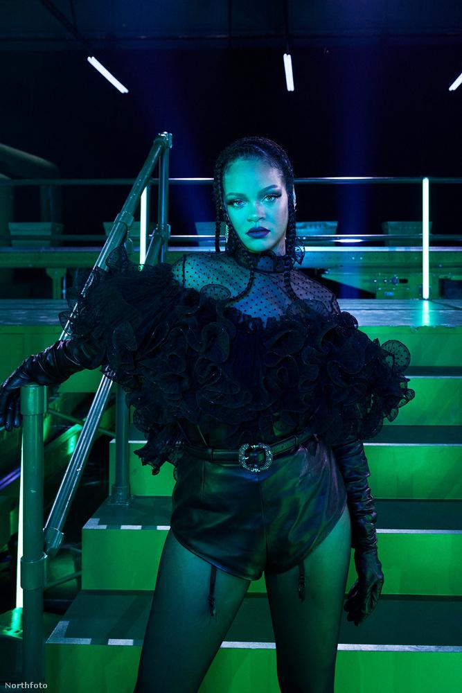 Ő Rihanna, a híres fehérneműmárka, a Savage X Fenty tulajdonosa és első számű modellje, akiről a fiatalabbaknak érdekességként említjük, hogy ő egy időben énekesnőként is szép sikereket ért el