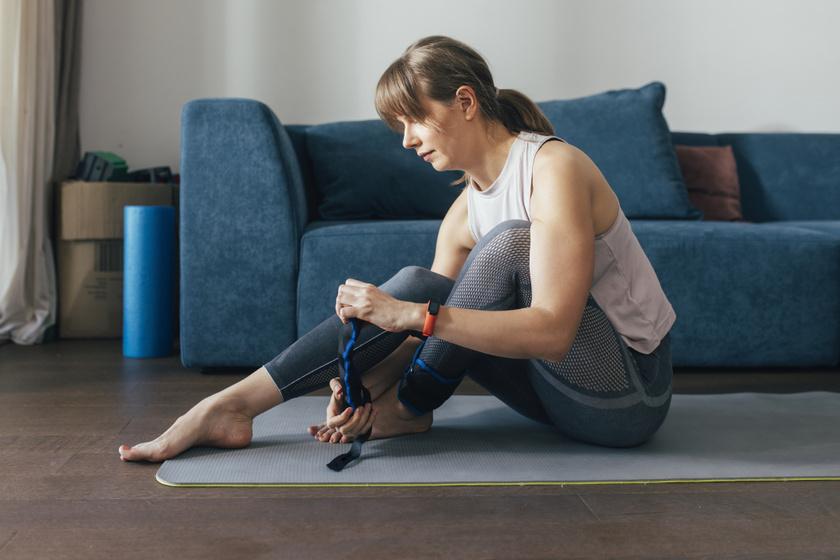A boka- vagy csuklósúlyok hatékony eszközei lehetnek a végtagok formálásának. Gyakorlatilag bármilyen ismert mozdulatsor alatt hordhatóak, és szinte észrevétlen plusz izommunkát igényel viselésük, mely idővel meglátszik a lábakon, karokon. A Decathlonban 2 x 1,5 kilós boka- és csuklósúly 4990 forintba kerül.