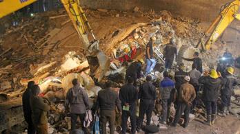 Összeomlott egy négyemeletes ház Egyiptomban, többen meghaltak