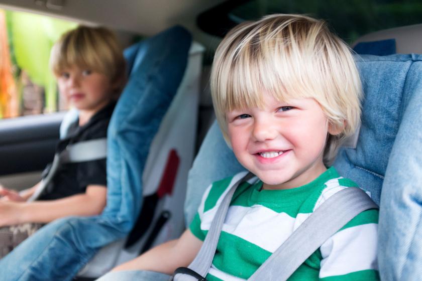 gyerek-autoban