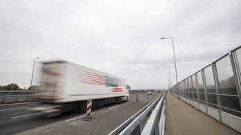 Jó tempóban lehet közlekedni a főváros felé, Polgárnál hídjavítás okoz fennakadást