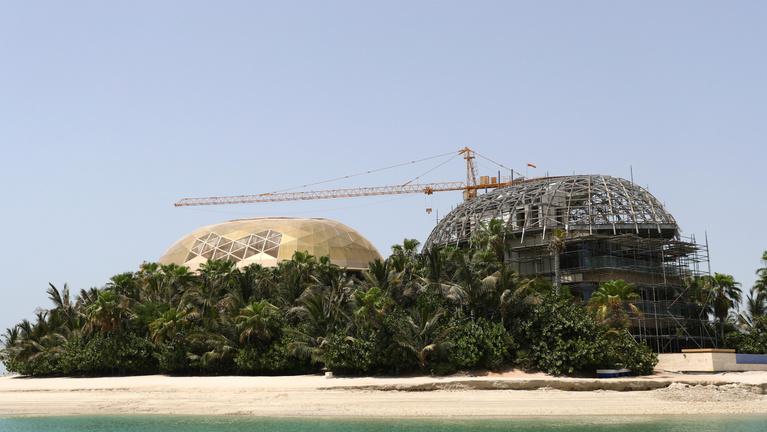 Dubajban a járvány közepén építenek luxusszigeteket