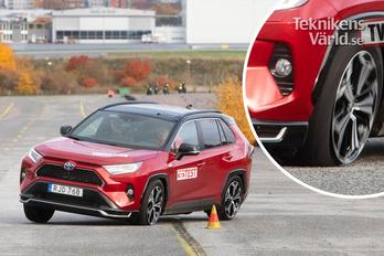 Veszélyesen viselkedett a jávorszarvas-teszten a konnektoros Toyota RAV4