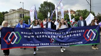 Tiltakoznak a szakszervezetek, mert a munkáltatók megint a rabszolgatörvényt erőltetik
