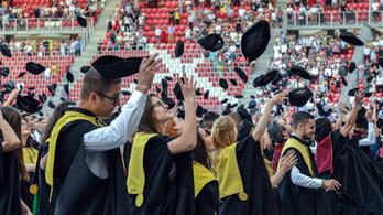 A magyar fiatalok több mint háromnegyede vágyik diplomára