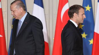 Erdoğan reméli, hogy a franciák megszabadulnak Macrontól