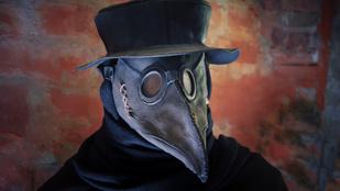 Hegyes csőr és hosszú köpeny: ezért öltöztek madárnak a pestisdoktorok