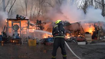 Felrobbant egy budapesti telephely, izzó gázpalackokat kellett hatástalanítani