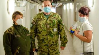 Örülnek a katonák segítségének az ajkai kórházban