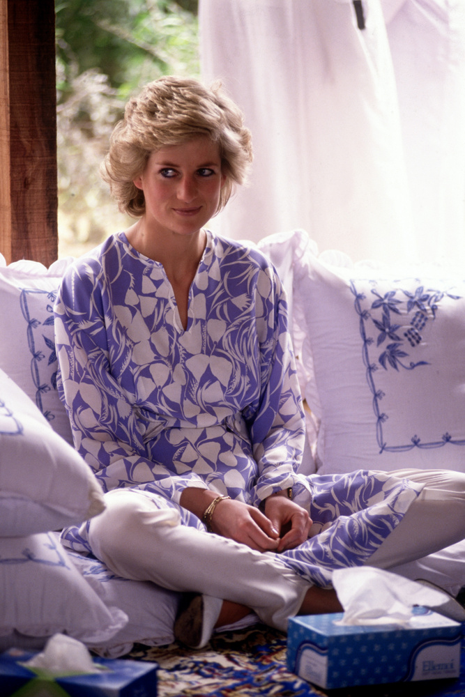 Elérkeztünk lapozgatónk következő szereplőjéhez, Diana hercegnéhez, akinek a bulvármédiával folytatott küzdelméről már korábban értekeztünk