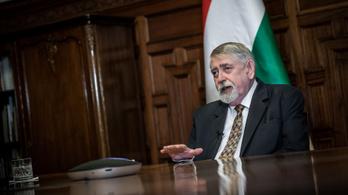 Kásler Miklós: 3-5 ezer magyar ember vehet részt az orosz vakcina klinikai vizsgálatában