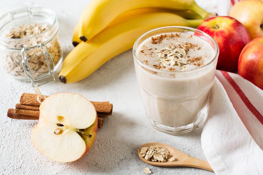 Egy zabpelyhes-banános smoothie-val nem lősz mellé, ehhez egy banánra, két evőkanál zabpehelyre és két deci tejre lesz szükséged. A zabpelyhet főzd egy-két percen keresztül a tejben, tedd a banánnal a turmixgépbe, majd pépesítsd össze. Fahéjjal ízesítheted.