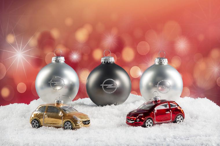 Ha pedig már Opel, miért ne kerülhetne fel a kisautó a karácsonyfára?