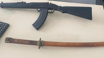 Valóságos fegyverarzenált talált a postán az Europol