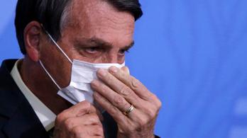 Bolsonaro nyugalomra int, mindenkinek jut az oltóanyagból